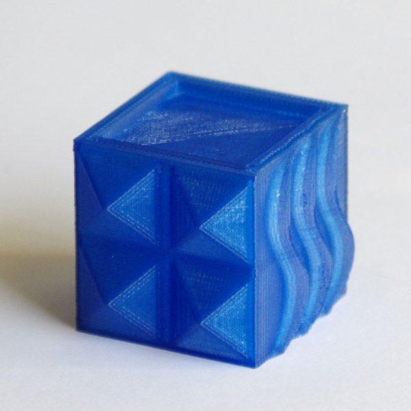 Impression 3D - Cube PLA bleu translucide